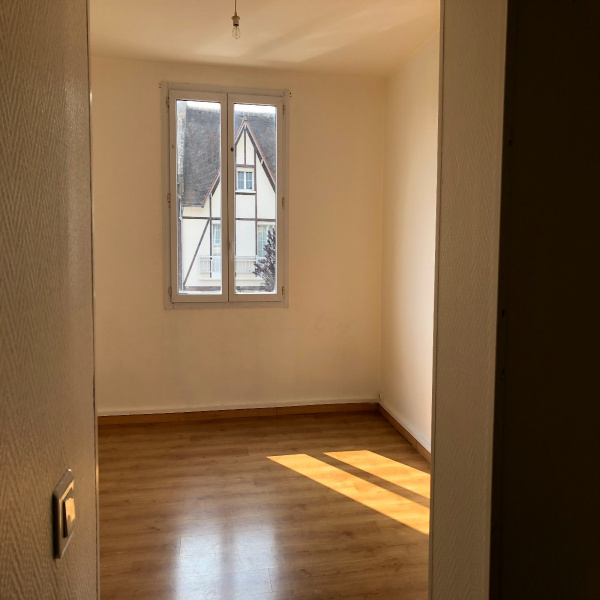 Offres de location Studio Le Mesnil-Saint-Denis 78320